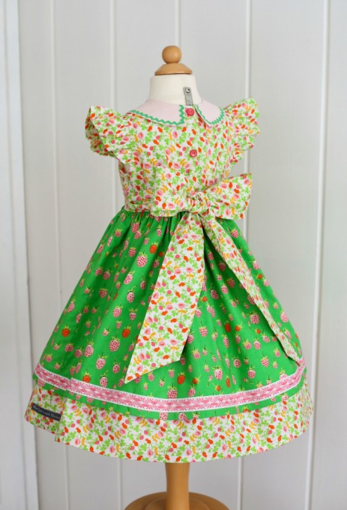Georgia Vintage Dress. Pattern from The Cottage Mama. www.thecottagemama.com. Tying the Perfect Bow on your little girls' dress!