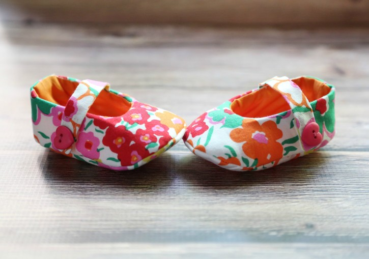 75fe7e5f528c Mary Jane Baby Shoes FREE Pattern and Tutorial from The Cottage Mama.  www.thecottagemama