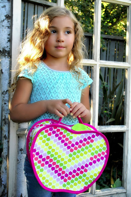 Back to School Sewing. FREE Apple Lunch Box Pattern at The Cottage Mama. www.thecottagemama.com