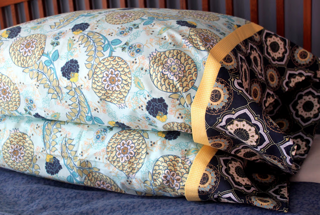 15 Minute Pillowcase Tutorial. SO quick and easy!!
