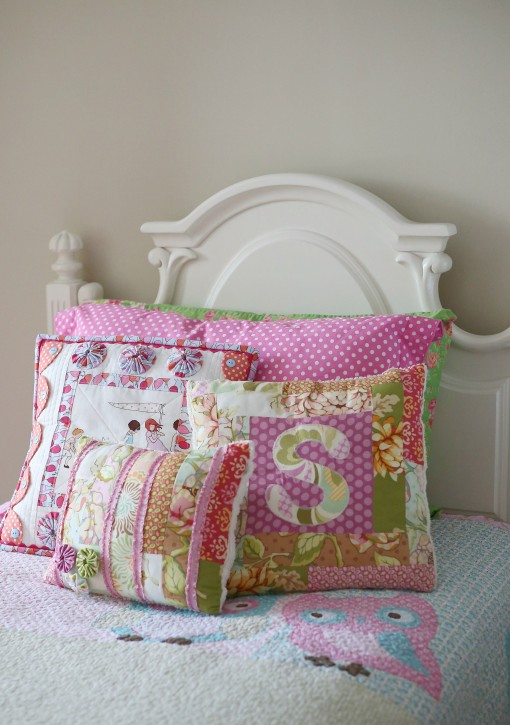 Children at Play Scalloped Pillow by Lindsay Wilkes from The Cottage Mama. As seen on Fons and Porter 'Love of Quilting'.