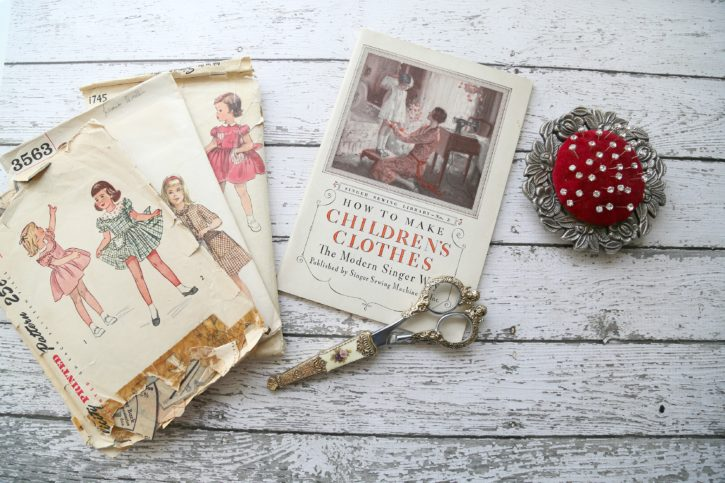 Vintage Singer Sewing Book from The Cottage Mama.