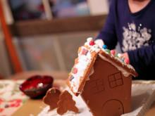 Gingerbread Houses ~ Decorating Fun!