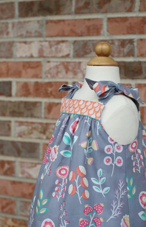 Summer Picnic Dress. FREE pattern from The Cottage Mama!